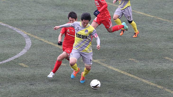 ドリブル突破を図る#8徳島選手