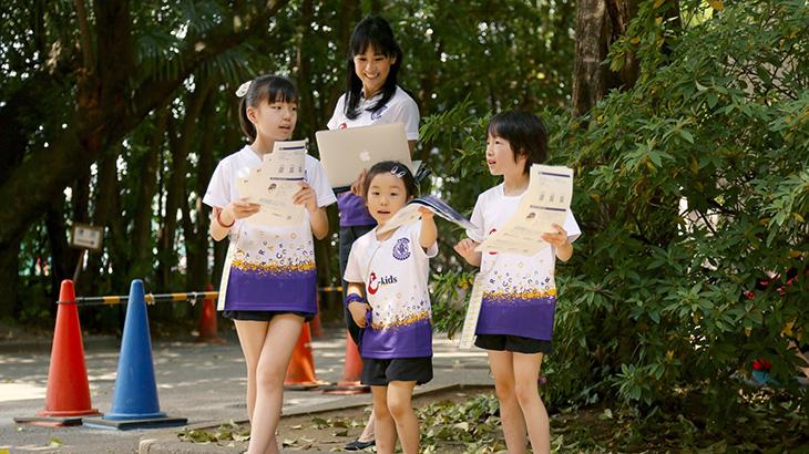 石田真紀さん(写真中央)